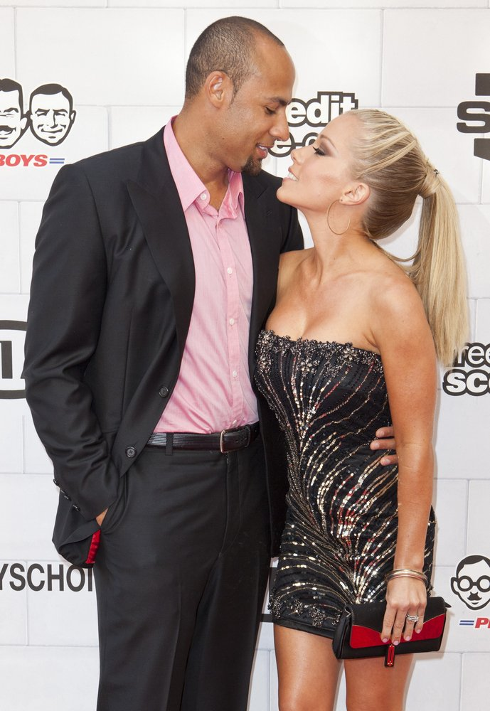 Cupid's Pulse Article: Thousands of Miles Between Hank Baskett & Kendra Wilkinson