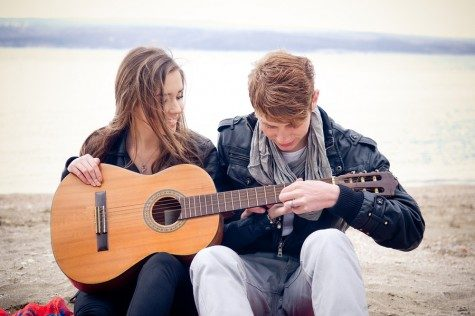 Cupid's Pulse Article: Date Idea: Amuse Your Date with Music and Games