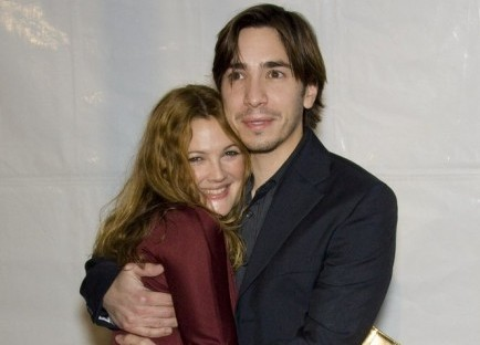"Cupid's Pulse Article: Drew Barrymore Says Justin Long Makes Her ""Giggly"""