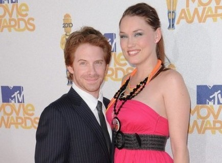 Cupid's Pulse Article: Seth Green Watches Wife Play Video Games for Hours on End