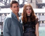 Anne Hathaway Fakes Jealousy at Jake Gyllenhaal and Taylor Swift Couple Talk