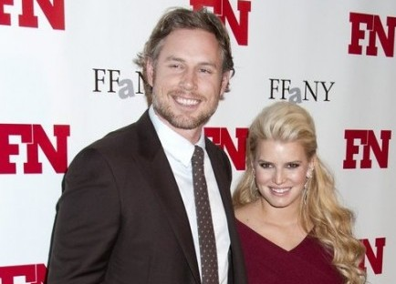 Cupid's Pulse Article: Jessica Simpson Talks Up Eric Johnson's 'Perfect Tush'
