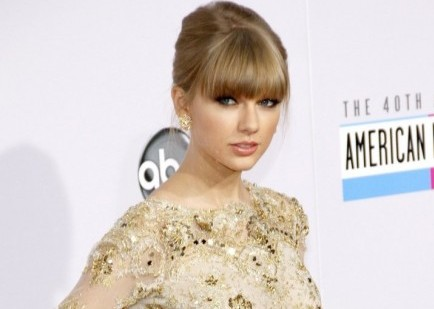 "Cupid's Pulse Article: Taylor Swift: I'm Not a ""Clingy, Insane, Desperate Girlfriend"""