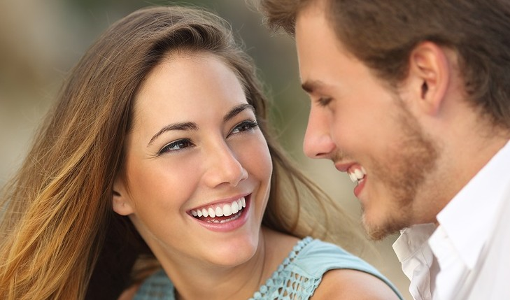 Cupid's Pulse Article: Signs Your Crush Is Into You