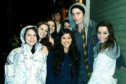 Cupid's Pulse Article: Rob Pattinson and Kristen Stewart's Date Gets Crashed By Fans
