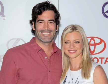Cupid's Pulse Article: Amy Smart Says Her Fiancé Has Been Very Hands On With Wedding
