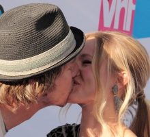 Celebrity PDA: Kisses and Cuddles