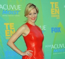 Elizabeth Banks Says Motherhood Won't Stop Her From Acting