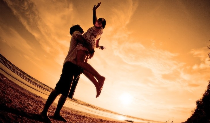 Cupid's Pulse Article: 10 Ways To Be A Beach Bum With Your Beau