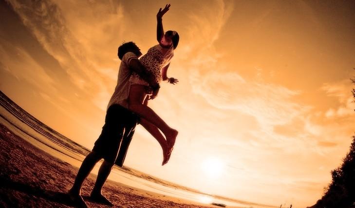 Romance at the beach. Photo: vichie81 / Bigstock.com