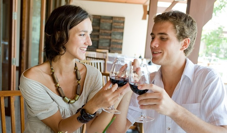 Cupid's Pulse Article: What Does Your Date's Drink Say About Him?