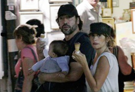Cupid's Pulse Article: Penelope Cruz and Javier Bardem Bring Son on Lunch Date