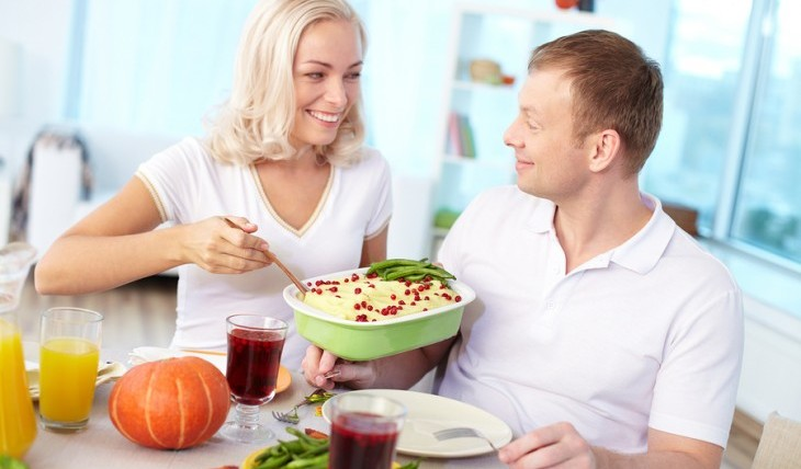 Couple enjoying a homecooked meal for two. Photo: pressmaster / Bigstock.com