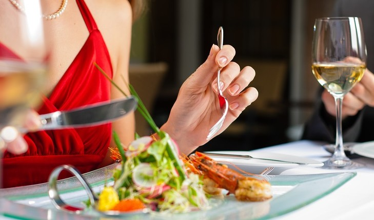 Cupid's Pulse Article: Frugal Foodies: How to Save on Dining Out