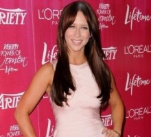 Jennifer Love Hewitt on a Diet During Holiday Season