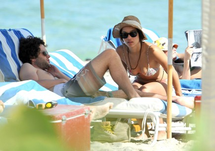 Cupid's Pulse Article: Zoe Kravitz and Penn Badgley Engage in Poolside PDA