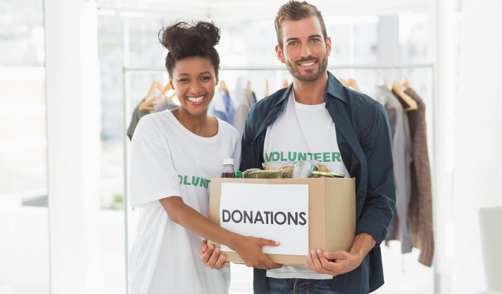 Cupid's Pulse Article: Date Idea: Volunteer and Build a Foundation Together