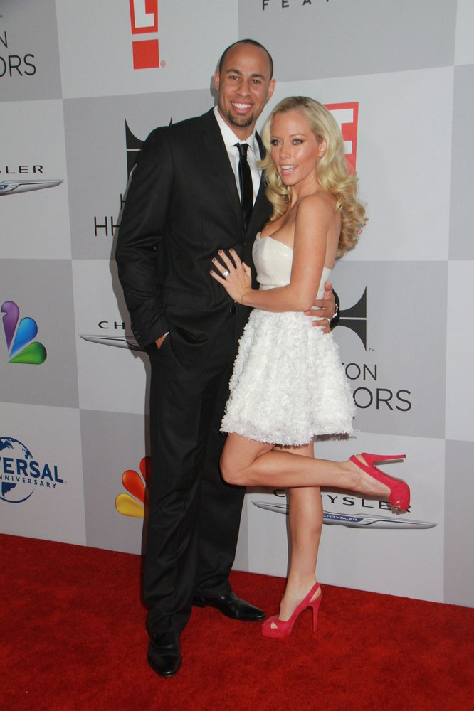Cupid's Pulse Article: Kendra Wilkinson and Family Celebrate First Christmas at Home
