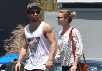 Cupid's Pulse Article: New Couple Emily VanCamp and Josh Bowman Pack on PDA