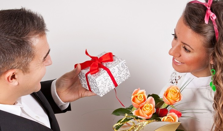 Cupid's Pulse Article: What Your Gifts Say About Your Relationship