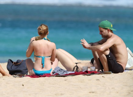Cupid's Pulse Article: Scarlett Johansson and New Beau Nate Naylor Vacation in Hawaii