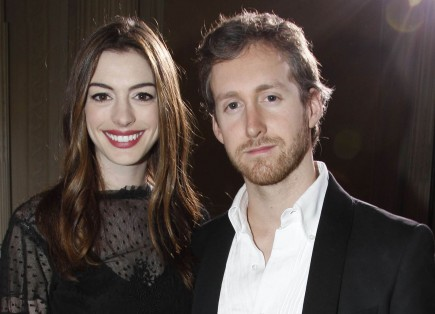 Anne Hathaway and Adam Shulman. Photo: FAMEFLYNET