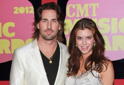 Cupid's Pulse Article: Country Crooner Jake Owen Prepares to Tie the Knot