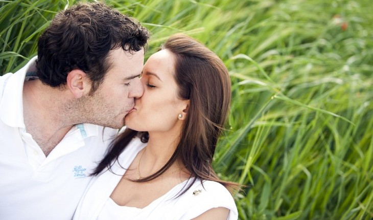 photo: kissing tips latin dating
