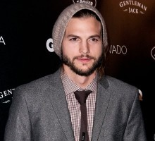 Ashton Kutcher Goes Online to Look for Love!