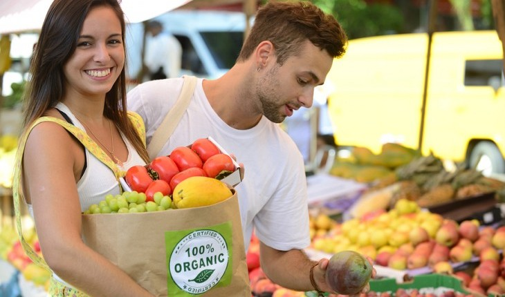 Cupid's Pulse Article: Date Idea: Stroll Through the Farmer's Market