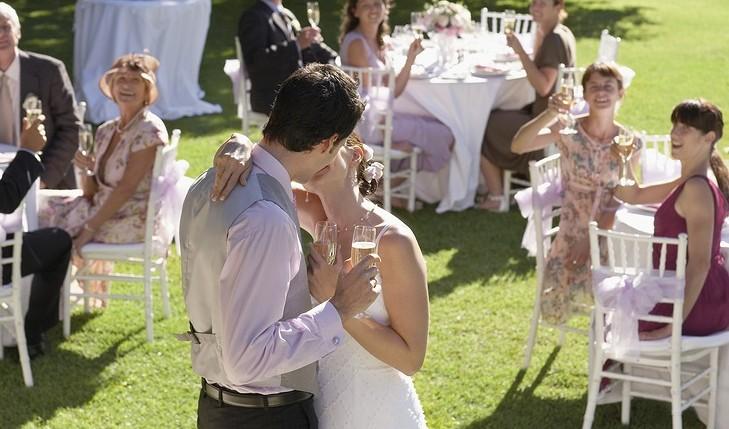 Summer wedding outfits. Photo: Nosnibor137 / Bigstock.com