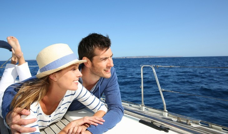 Couple cruising on a sailboat. Photo: Goodluz / Bigstock.com