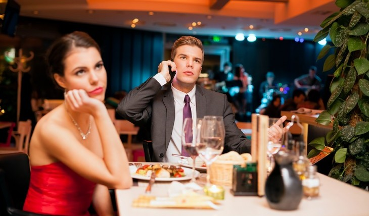 How to get out of a bad date tactfully. Photo:  luckybusiness / Bigstock.com