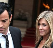 Jennifer Aniston and Justin Theroux Show PDA in Paris