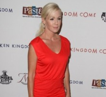 Jennie Garth Holds Hands With New Man Noah Abrams