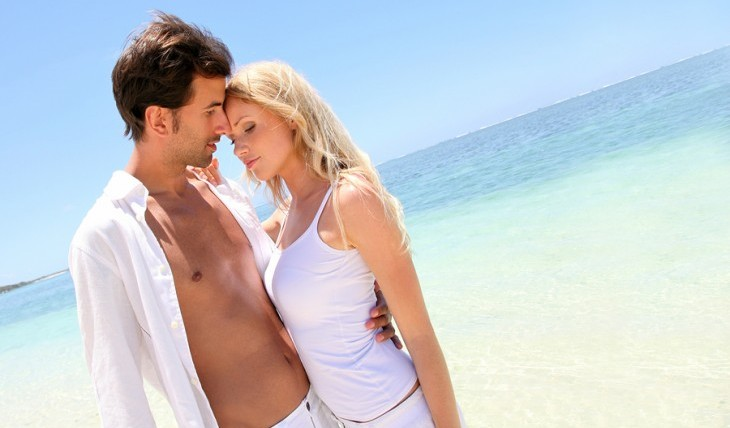 Couple on a romantic end-of-summer getaway. Photo: Goodluz / Bigstock.com