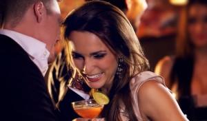 Woman at a cocktail event. Photo: Ammentorp / Bigstock.com