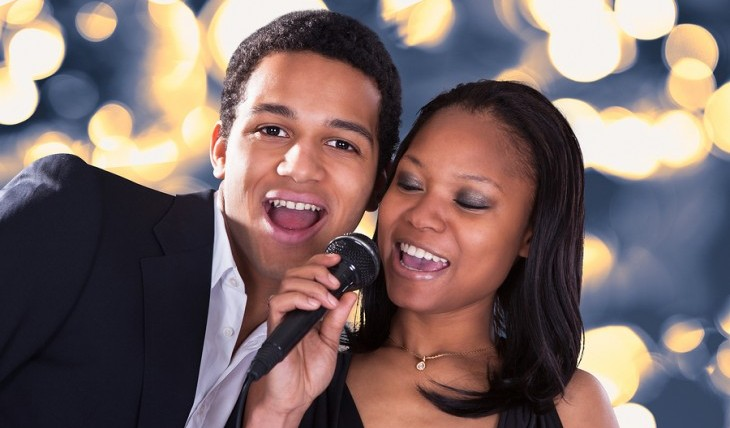Cupid's Pulse Article: Weekend Date Idea: Karaoke Night