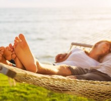 How to Turn a Summer Fling Into a Healthy Relationship