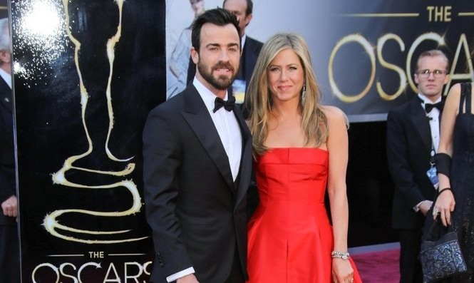 "Justin Theroux Says He Fell in Love in a ""Real, Legit Fashion"""