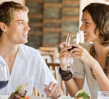 Dating Advice: Should A Woman Split The Bill On A Date Night?