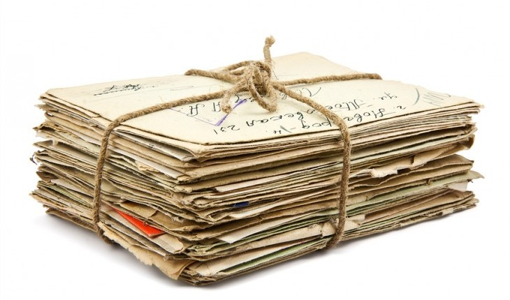 Cupid's Pulse Article: Why Are You Hanging On to Old Photos and Letters From Your Exes?