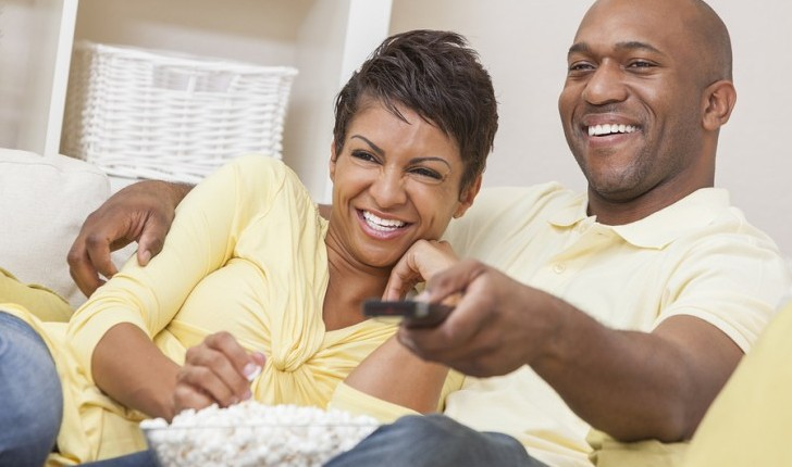 Cupid's Pulse Article: Date Idea: Throw a Classic Movie Night