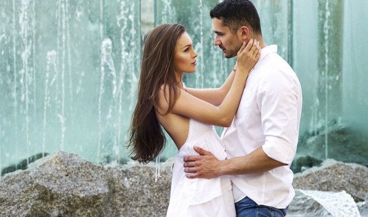 Embracing by a waterfall. Photo: Studio10Artur / Bigstock.com