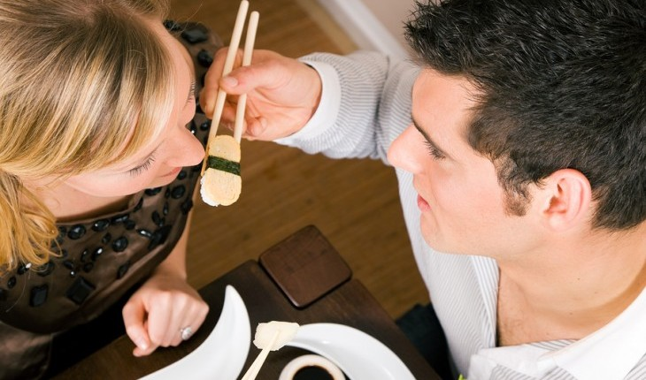 Cupid's Pulse Article: Date Idea: Make Sushi Together