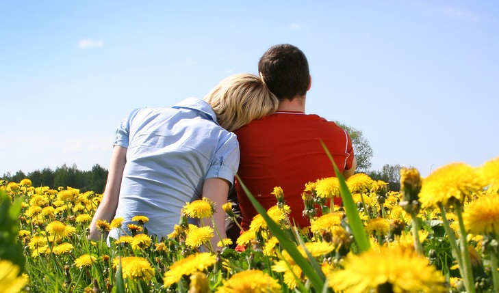 Cupid's Pulse Article: Five Ways To Make Sure Your Summer Romance Falls Into Autumn