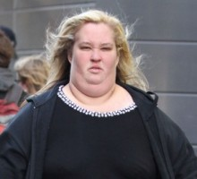 Celebrity News: 'Honey Boo Boo' Stars Mama June and Sugar Bear Exchange Vows and Celebrate with BBQ