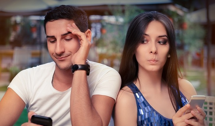 Cupid's Pulse Article: Dating Advice Q&A: Is He Hiding Something When He Turns His Phone Off?