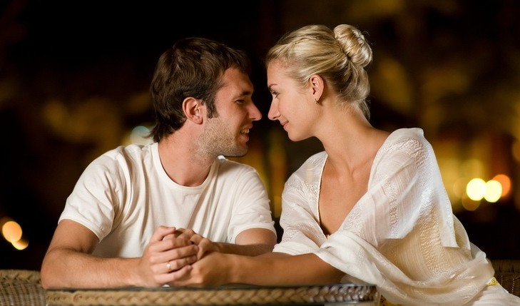 Cupid's Pulse Article: Dating Expert Gives Five Body Language Cues to Look For on a First Date