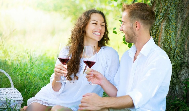 Cupid's Pulse Article: Date Idea: Wine and Dine